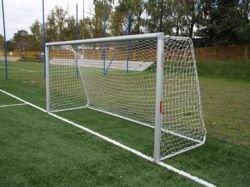Bramka stacjonarna aluminiowa do piłki nożnej; 7,32x2,44m; z pałąkami, do tulei